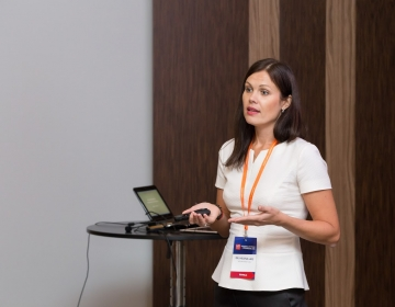 Dr. Helena Lass giving a presentation @ HR Summit Tallinn 10/2016. Photo: Confinn