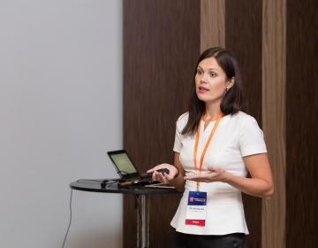 Dr. Helena Lass giving a presentation @ HR Summit Tallinn 10/2016. Photo: Confinn